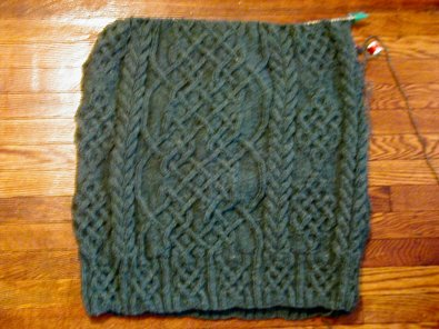 32 rounds x 3 + 10 rounds = more rounds than I'd rather be doing + 24 rounds of ribbing = *scream* Click for larger picture