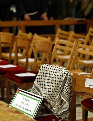La sedia vuota di Arafat a Betlemme nel Natale 2003