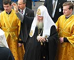 His Holiness greets Estonian orthodox flock. September, 2003.