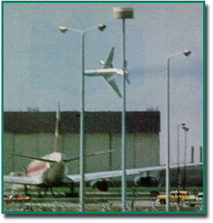 Figure 1 - Witness photograph of American Flight 191 Chicago DC-10 just prior to crash.