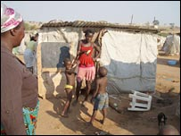 A family living in Cambamba Dois slum