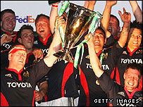 Munster captain Paul O'Connell (left) and fly-half Ronan O'Gara (right) lift the Heineken Cup