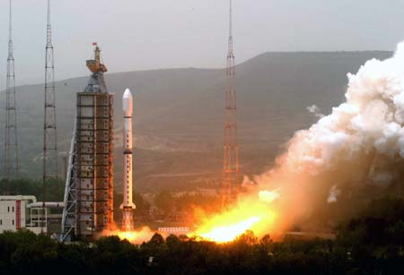A second Olympic weather forecasting satellite, the Fengyun-3 (FY-3), is launched on a Long March-4C carrier rocket from the Taiyuan Satellite Launch Center in northern Shanxi Province, May 27, 2008. The 2,295-kilogram satellite will provide accurate and timely information about weather changes to facilitate more precise weather forecasts during the Beijing Olympic Games. (Xinhua/Shen Hong)(whj/)