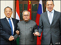 Chinese Foreign Minister Li Zhaoxing (L) Indian Foreign Minister Pranab Mukherjee (C) and Russia Sergei Lavrov (R)