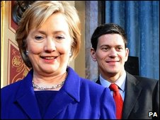 Hillary Clinton (L) and David Miliband on 1 April 2009