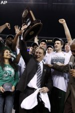 Michigan State's Tom Izzo raises the trophy after a 64-52 win over Louisville in the NCAA Midwest Regional.