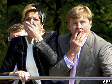 Princess Maxima and Prince Willem Alexander react in horror (30 April 2009)