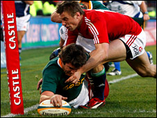 Jaque Fourie squeezes over for the try which gave the Boks the lead for the first time on Saturday
