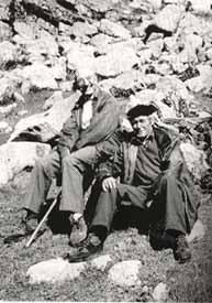Joan Coromines amb Ramon Gil Escudé, guia i company en les enquestes toponímiques pels Pirineus.(1979)