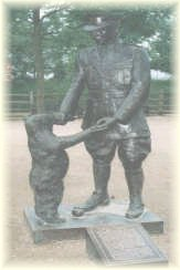 Statue Lieutenant Coleburn with Winnie(Bear) London Zoo
