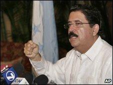Manuel Zelaya speaking in Costa Rica before boarding a flight to Nicaragua on 28 June