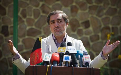 Abdullah Abdullah under pressure to concede to Hamid Karzai in Afghanistan