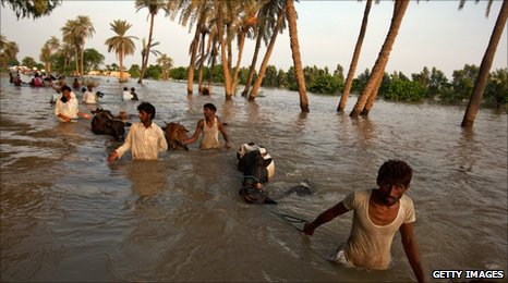 Villagers flee to safety in Baseera, Punjab. 11 Aug 2010