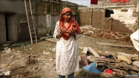 A woman cries in her flood-ruined home in Pir Sabaq in north-west Pakistan on 18 August, 2010