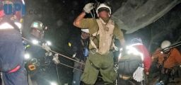 33 Chilean miners trapped