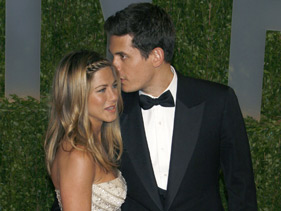101509 aniston Jennifer Supposedly Back With John Mayer