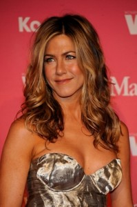normal 88460485 199x300 ANISTON POKES FUN AT LOVE LIFE DURING AWARDS SPEECH