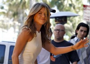 jennifer aniston try direct 300x214 Jennifer Aniston: Going Behind the Camera