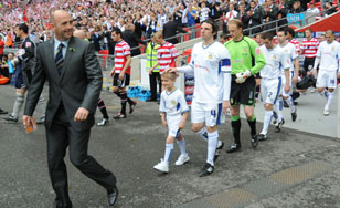 Gary McAllister leads the United team out at Wembley
