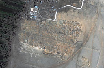 The enclosure wall of the Great Aten temple, as seen from the Quickbird satellite. The northern part of the enclosure is covered by a modern cemetery