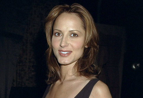 Country Singer Chely Wright is reportedly set to announce she is a lesbian in the upcoming issue of People Magazine.