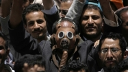 Yemeni forces open fire on protesters
