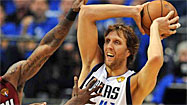 Nowitzki carries Mavericks as LeBron struggles