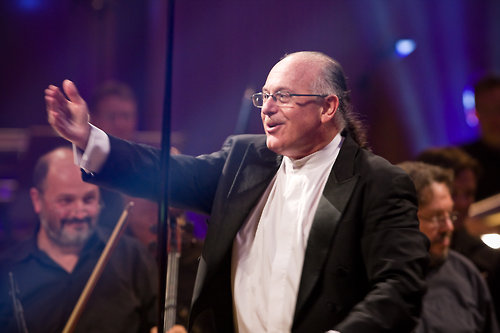 Grammy-winning artist Arnie Roth will conduct the 70 minutes of music. Roth is a classically trained violinist, conductor and composer who has worked with artists such as Diana Ross, the Three Tenors and Andrea Bocelli. Photo: (C) WDR www.awrmusic.com