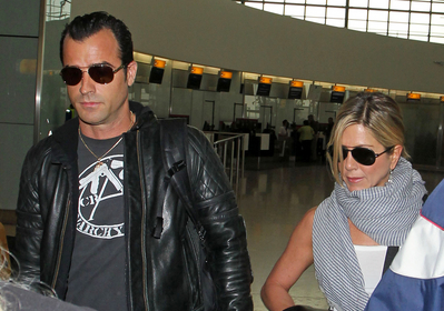 normal 77171 Aniston0017 122 592lo Jennifer And Justin Spotted At Heathrow Airport!