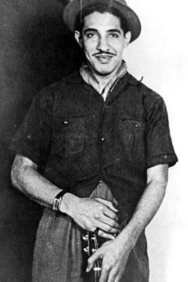 Dorival na chegada ao Rio de Janeiro, em 1938. O cantor e compositor baiano Dorival Caymmi morreu na manhã de sábado (16), aos 94 anos, no Rio de Janeiro. Caymmi faleceu por volta das 6h, em sua casa, em Copacabana. Ele sofria de insuficiência renal e teve falência múltipla dos órgãos.