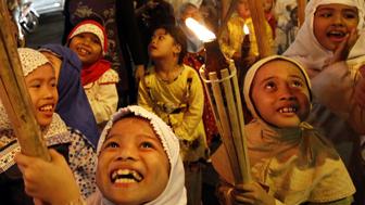 مسلمو العالم يحتفلون بعيد الفطر