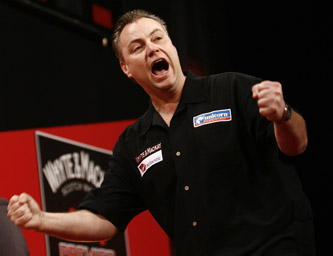 John Part celebrates a draw with James Wade - 2009 Whyte & Mackay Premier League Darts Night One (Lawrence Lustig/PDC)