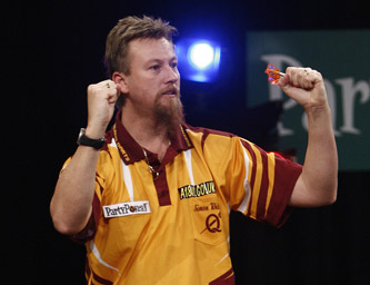 Simon Whitlock at the 2008 PartyPoker.com Grand Slam of Darts (Lawrence Lustig/PDC)