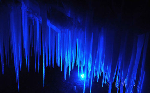 Enjoy China's summer in an ice cave