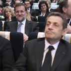 Mariano Rajoy (c detrás), el presidente francés, Nicolas Sarkozy(d), y la canciller federal alemana, Angela Merkel ( 2i), durante la sesión plenaria de la XX Cumbre del Partido Popular Europeo