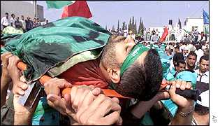Palestinian mourners carry body of Abdul Rahman Hamad