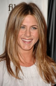 normal 78041154 195x300 Jennifer Aniston repairs strained relationship with hospitalized mom