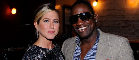 00 284293 Jennifer Aniston buys $450,000 painting at Haiti benefit auction