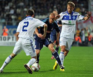 Andy Wilkinson takes on the Dynamo Kiev defender. ACTION IMAGES