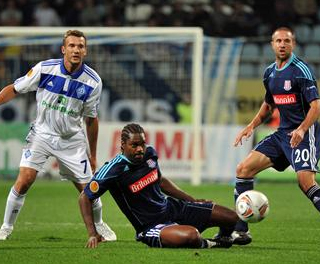 Salif Diao wins the ball from Andriy Shevchenko as Matthew Upson looks on. ACTION IMAGES