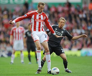 Peter Crouch holds off the attention of Lucas. ACTION IMAGES
