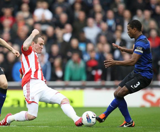 Glenn Whelan and Patrice Evra compete for the ball. ACTION IMAGES