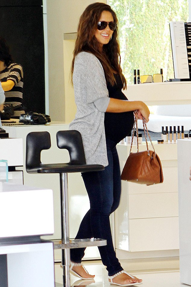So swell! Vanessa Minnillo showed off her baby bump in a pair of very tight skinny jeans and a tight black tank top while shopping yesterday in Beverly Hills