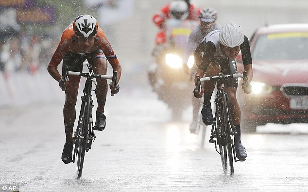 Head to head: Marianne Vos outsprinted Armitstead to win the gold medal