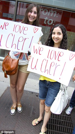 'Montreal loves Cher Lloyd': Fans came in their hundreds and were seen with banners