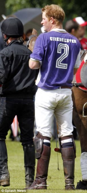 Prince Harry changes his chestnut horse for a darker one