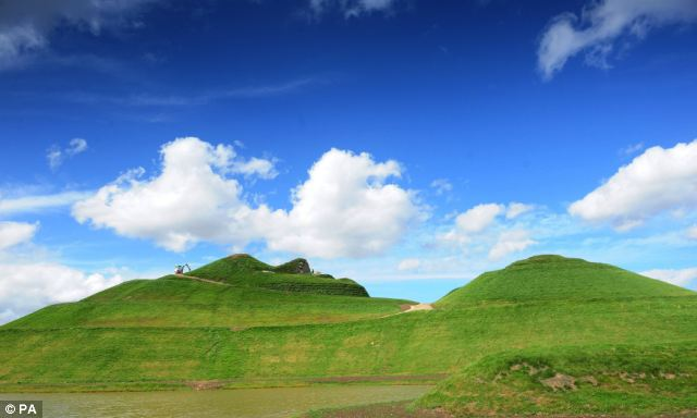 A side on view from the ground clearly shows the size of Northumberlandia's peaks