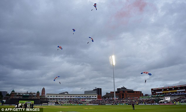 Entertainment: Much effort was made to keep the crowd entertained as the start was delayed