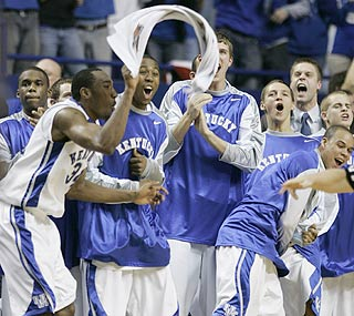 Kentucky's bench erupts as the Wildcats pull off the upset win over the third-ranked Volunteers.  (AP)