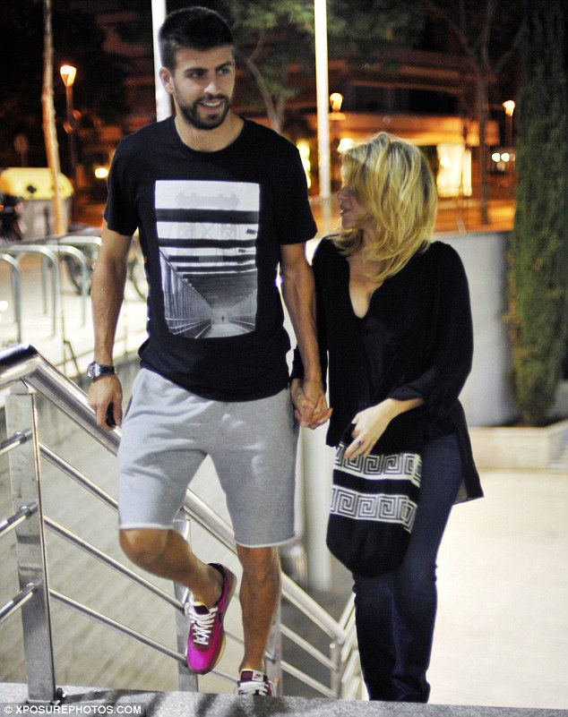Co-ordinating: Gerard wore a black and white T-shirt and grey shorts, while Shakira clutched a black and white printed bag